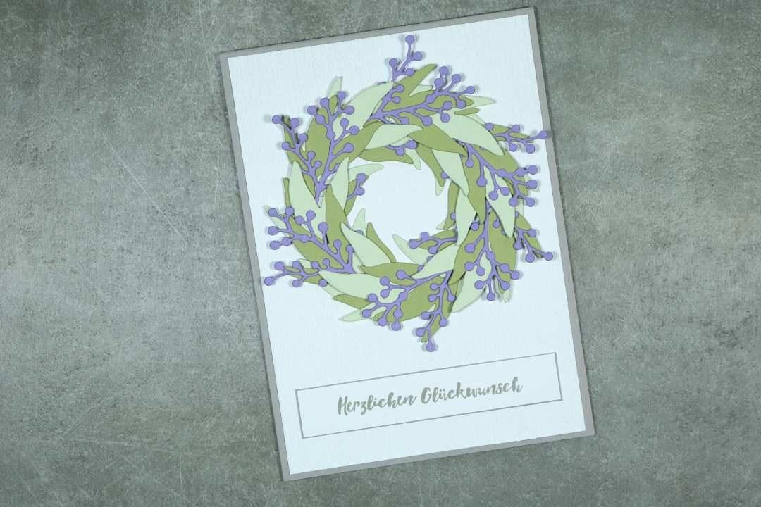 Glückwunschkarte mit Blätterkranz 1