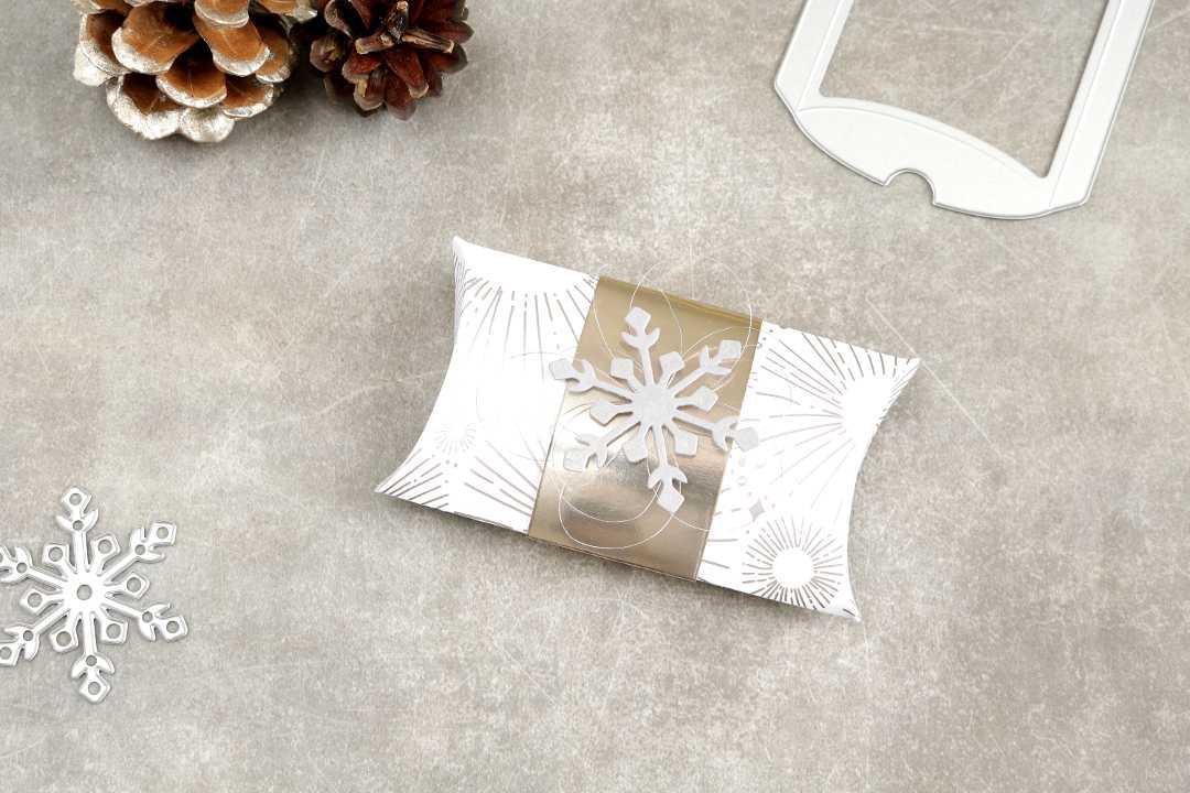 Gutscheinverpackung Pillowbox Schneeflocke mit Produkten von Stampin' Up! 1
