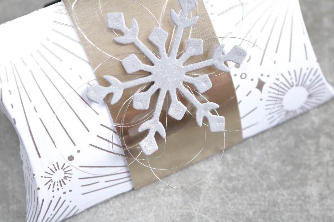 Gutscheinverpackung Pillowbox Schneeflocke mit Produkten von Stampin' Up! 3