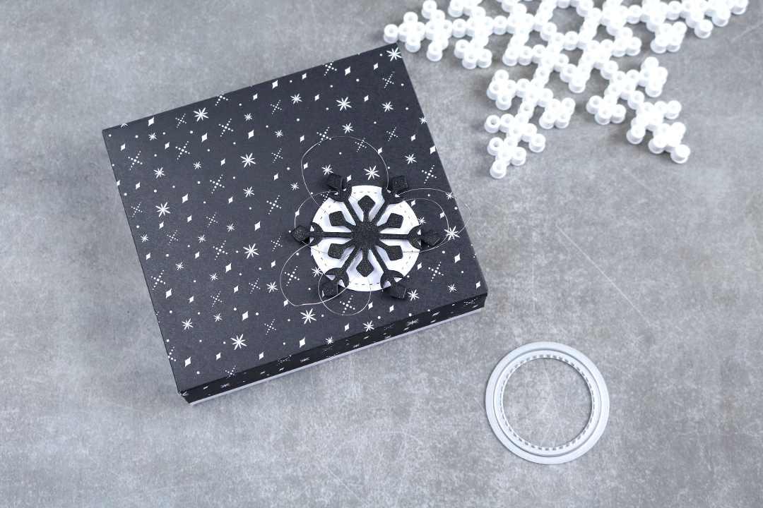 monochrome Geschenkverpackung mit Produkten von Stampin' Up!1