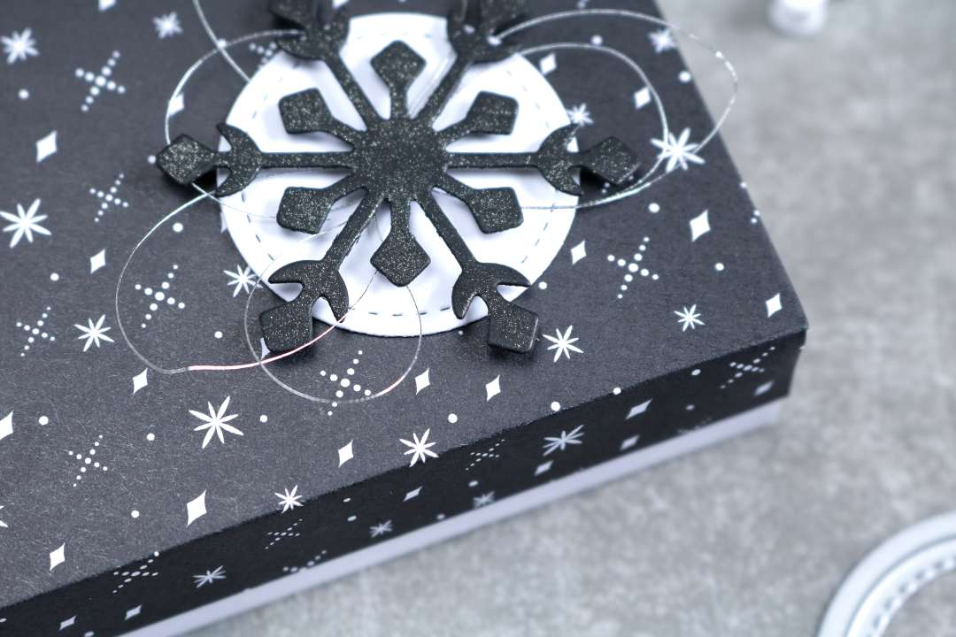 monochrome Geschenkverpackung mit Produkten von Stampin' Up!